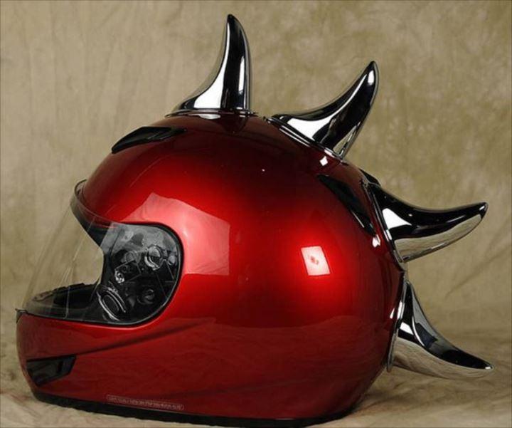 変わったヘルメット3