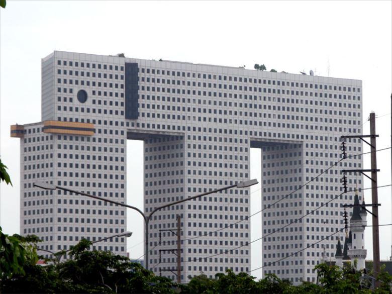 変わった建物 53