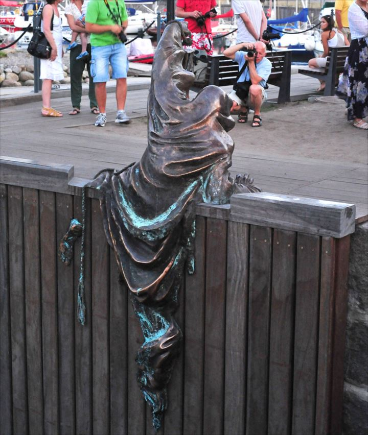 変わった銅像 12.5