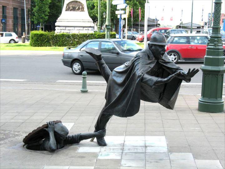 変わった銅像 15
