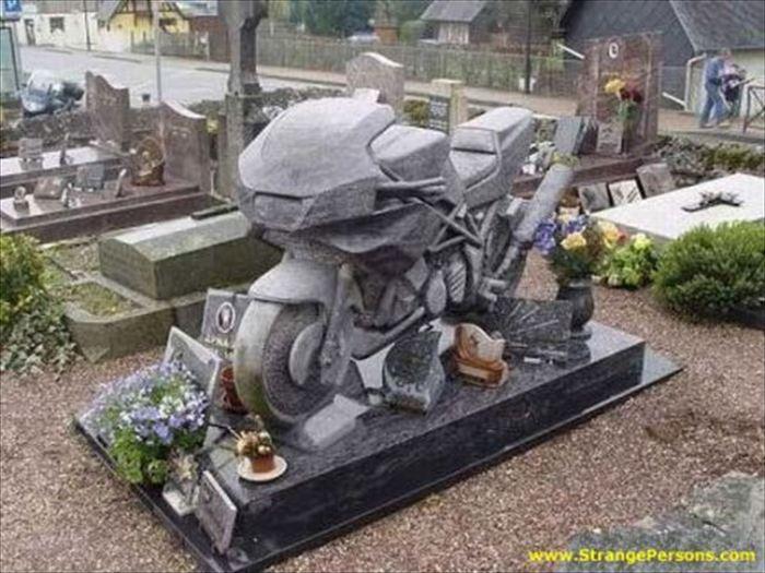 変わった墓10