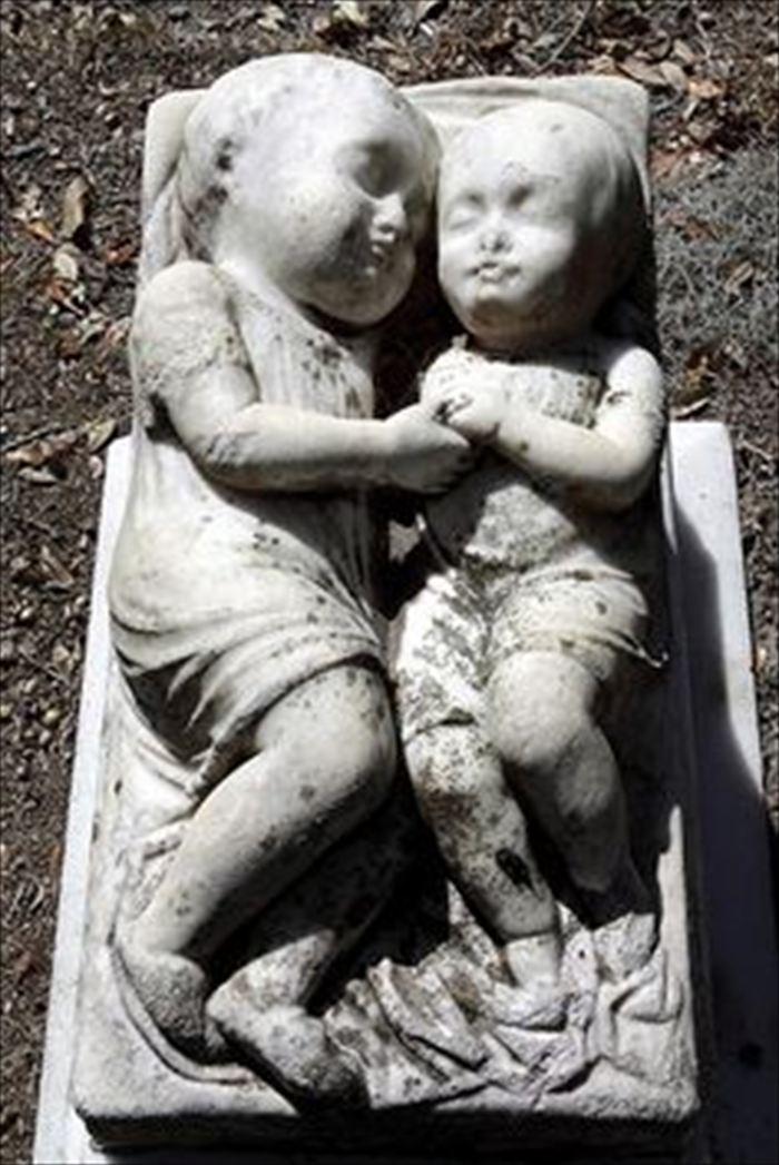 変わった墓15