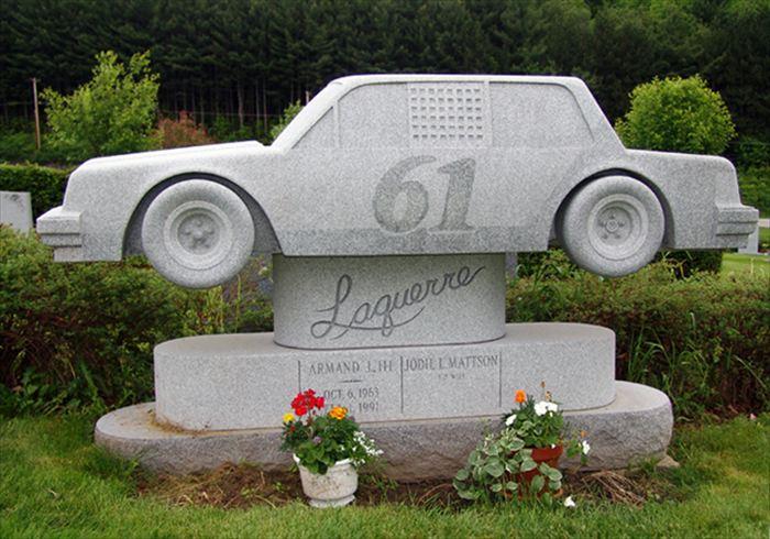 変わった墓8