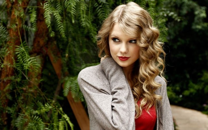 テイラー・スウィフト画像 5382_Taylor-Swift-in-the-woods-beautiful-blonde-singer