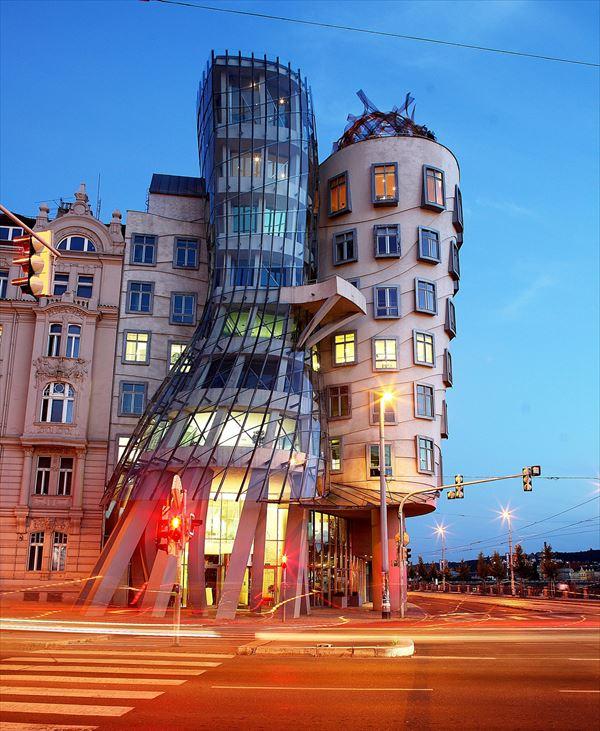 変な建物 11.0