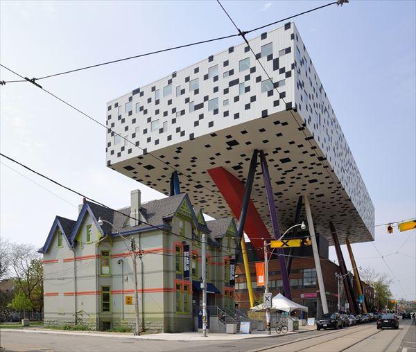 変な建物 5.0