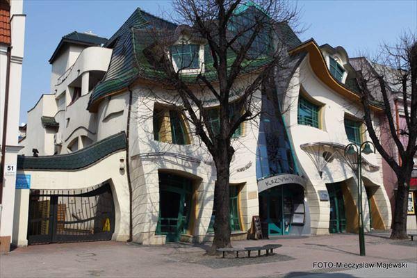 変な建物 7.0