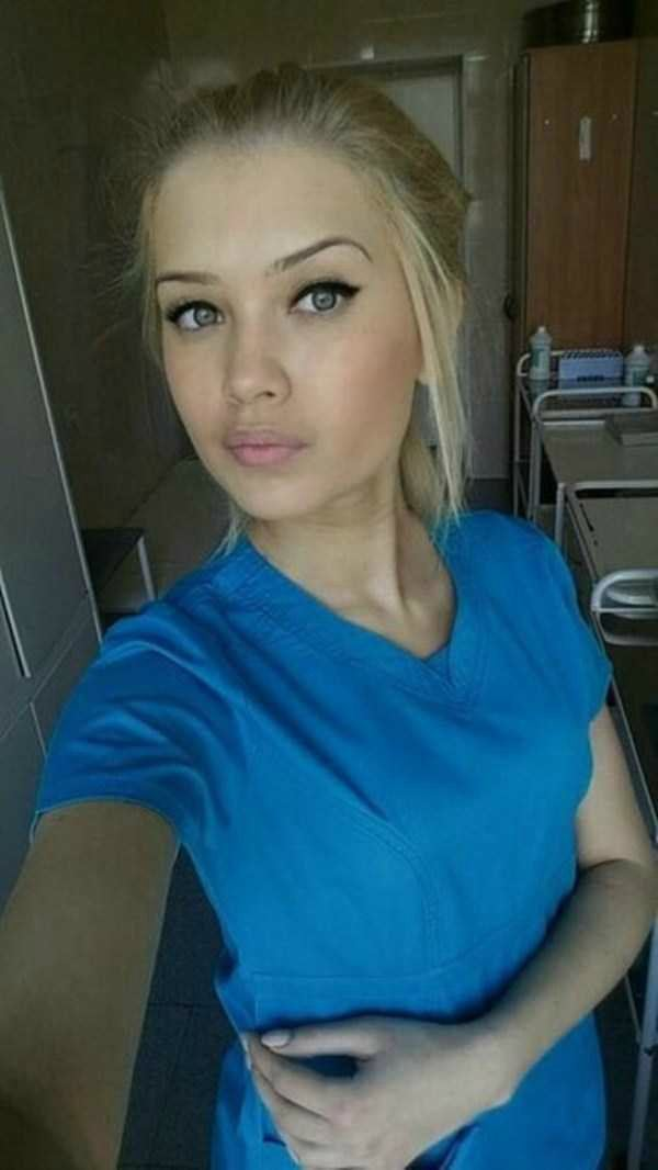 美人女医画像 12