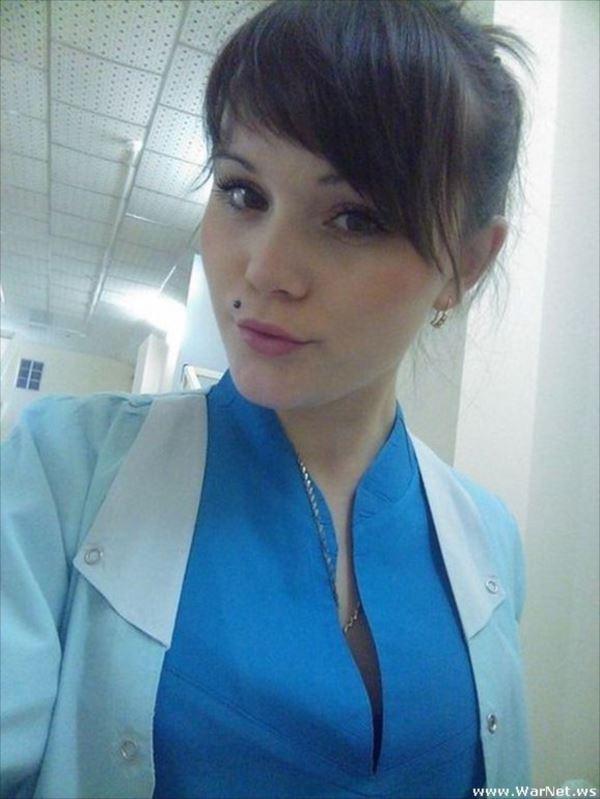 美人女医画像 14