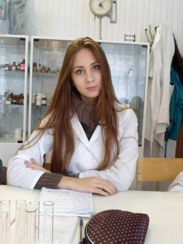 美人女医画像 23