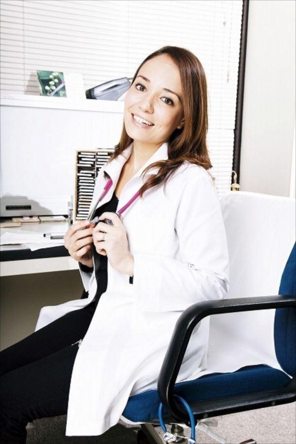 美人女医画像 36