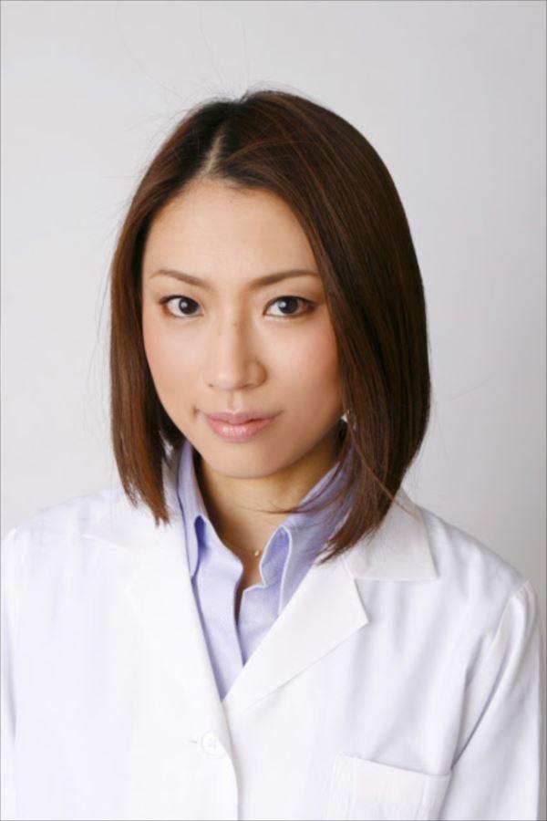美人女医画像 40