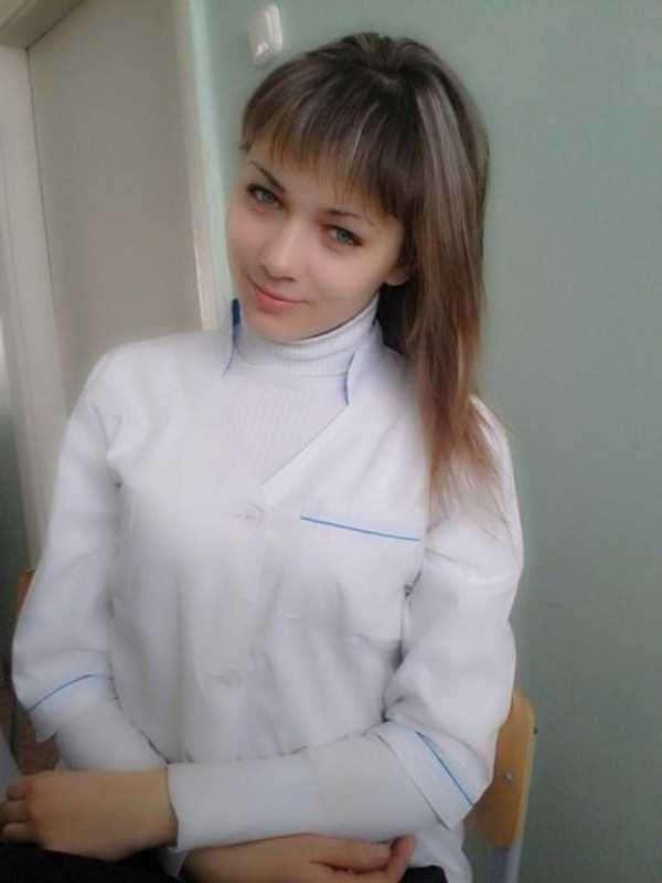 美人女医画像 8