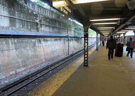 の 男 電車 落とし た トイレ に スマホ JR中央本線でトイレにスマホを落として大声で暴れる男性が話題 奇声を上げて迷惑行為